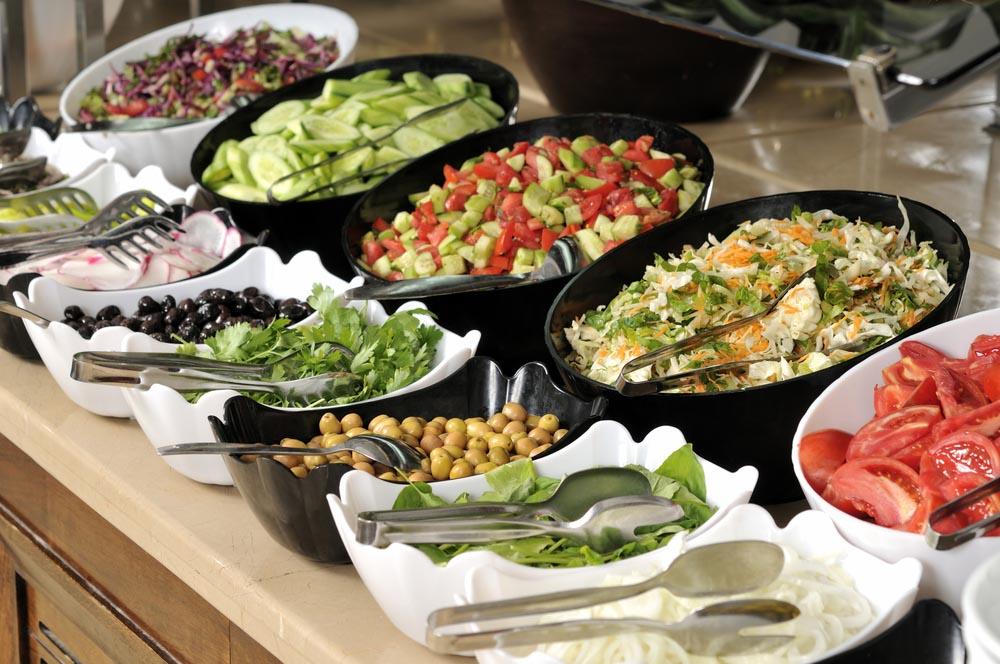 penataan makanan secara prasmanan untuk hari raya